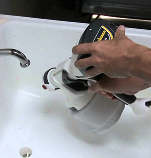 How to clean a wagner motocoat paint sprayer