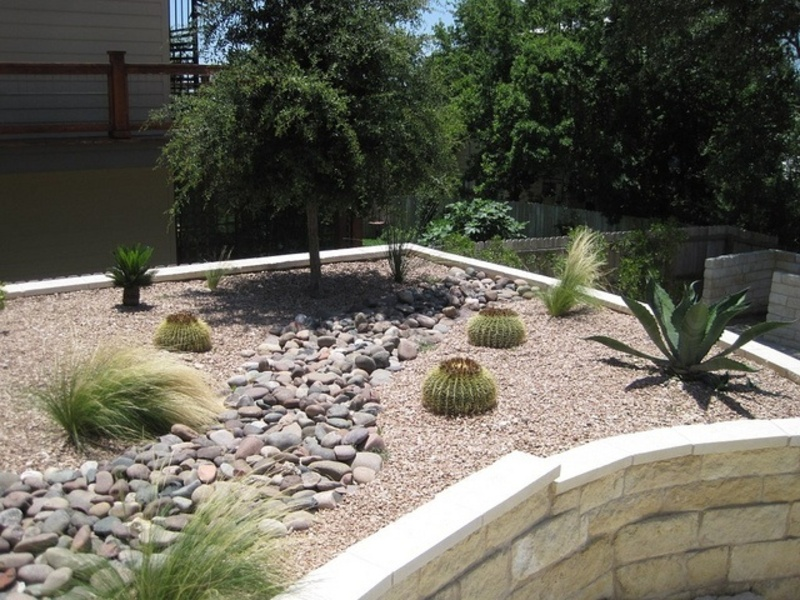 small backyard dry bed landscaping ideas